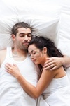 10075291 pareja atractiva durmiendo[1] thumb